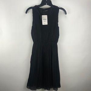 NWT BLACK PLEATED ZARA DAY DRESS SIZE SMALL